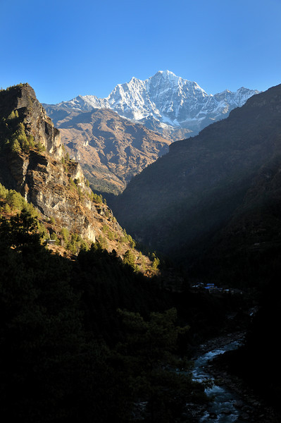 Thamserku and the Dudh Kosi valley.