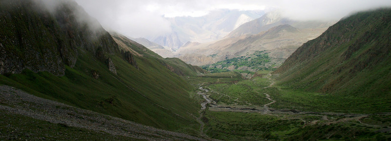 The descent from Thorung La pass at more tha 5.000 meters.