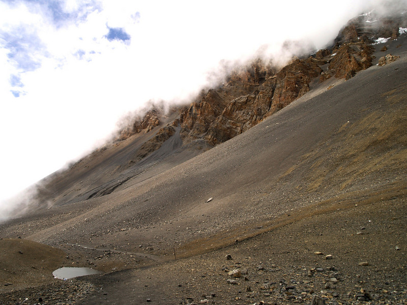 Starting the descent from the Thorung-La pass in the Annapurnas trek.