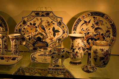 Multi-color delftware.