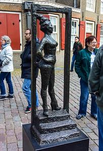 """Statue Honoring the """"Working Women"""""""