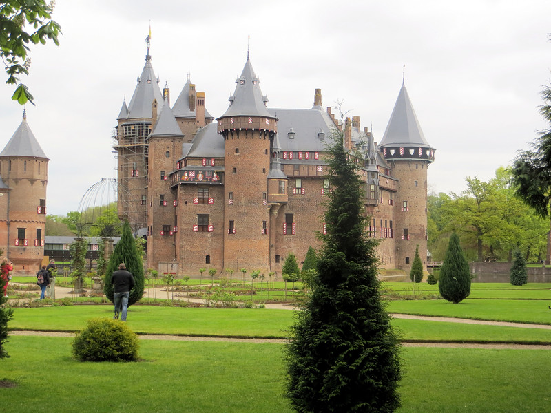 This is De Haar Castle.  The earliest record of a building on this site  is in the 14th century.  However, over the centuries  it, and succeeding structures fell into ruins.  In 1890 there was not much there when Etienne Gustav Frederic Baron van Zuylen van Nyeveldt van De Haar inherited the property.