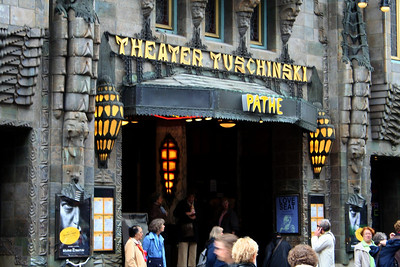 The Amsterdam Tuschinski Theater is considered one of the most beautiful cinemas in the world. Visitors are impressed with the thousands of electrical lamps, the marble, the stunning stained glass windows and the exotic objects d'art. The theater opened its doors in 1921 and is a mix of Art Deco and Amsterdam School styles. Founder Abraham Tuschinski commissioned top artists to incorporate the various styles he loved in the building.
