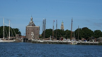 Enkhuizen continues the maritime tradition and has one of the largest marinas of the Netherlands. We sailed past the marina and Tower Drommedaris.