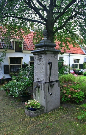 Water pump at St Elisabeth's Gasthuis.