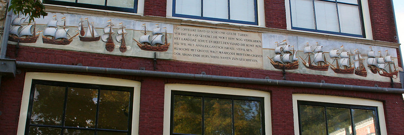 Three 'Bossu Houses' have a continuous bas - relief frieze commemorating in verse and illustration the renowned Zuider Zee battle of 1573, when patriot West Frisian and Zeeland ships defeated the Spanish fleet commanded by Count Bossu.