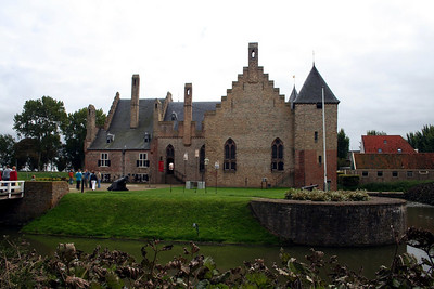 From 1890 until 1897 the castle was restored; it had almost become a ruin.  In the finishing year of the restoration the District Court of North Holland started its sessions in the castle until the last one in 1934.