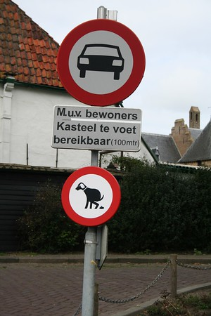 Came across this funny sign - it left me wondering if dogs are allowed to do their business here.