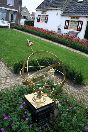 Sun dial beside the Weduwenwoningen (Widows' houses).