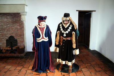 Liesbeth & Judith dressed in their castle clothes .....