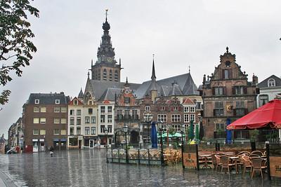 Grote Markt in heavy rain - St Stevenskerk at the rear.