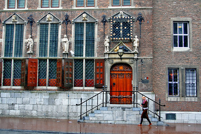 The Town Hall (Stadhuis) in Burchtstraat was constructed in 1554-55 by Herman van Herengraves. It was completely destroyed during the Second World War and rebuilt in 1951-53. Only the old tapestries, which had been removed for restoration, escaped destruction. The fine figures of emperors, the heads over the windows and the medallions by Cornelis Sass of Utrecht were replaced by copies.