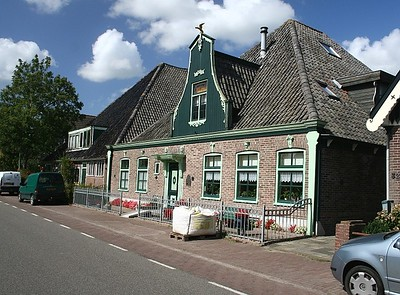 House beside the road in the village of Oostwoud (Eastwood).