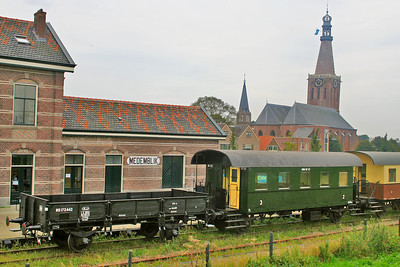 Train waiting for us at Medemblik Station.  In the background you can see the Bonifacius kerk (The church of Saint Boniface) built in the 16th century and featuring some marvelous stained glass windows, decorated pillars and an unique Pieter Backer organ dating from 1671.