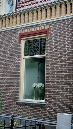 A Twiskerslot window.