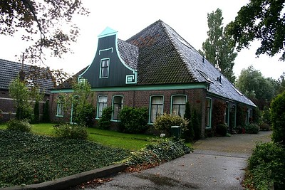 I love the Dutch houses with their high roofs - so different to Australia.