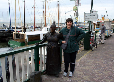 Judy & the bronze Dutch lady.