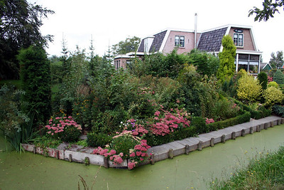 A beautiful garden in Midwoud.