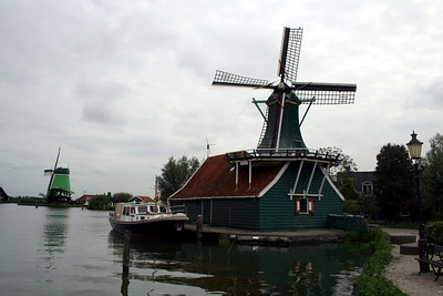 Mustard mill de Huisman (the houseman) - This mill was build probably in 1786. Originally its purpose was to produce snuff. In 1956 the mill was transported to the Zaanse Schans and put on top of a barn called ´de Haan´ Nowadays the mill produces Mustard.