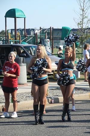 Philadelphia Soul Cheer Leaders encourage the runners.