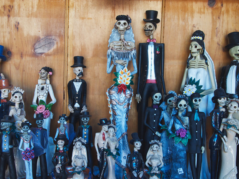 Figurines capturing spirit of Day of the Dead