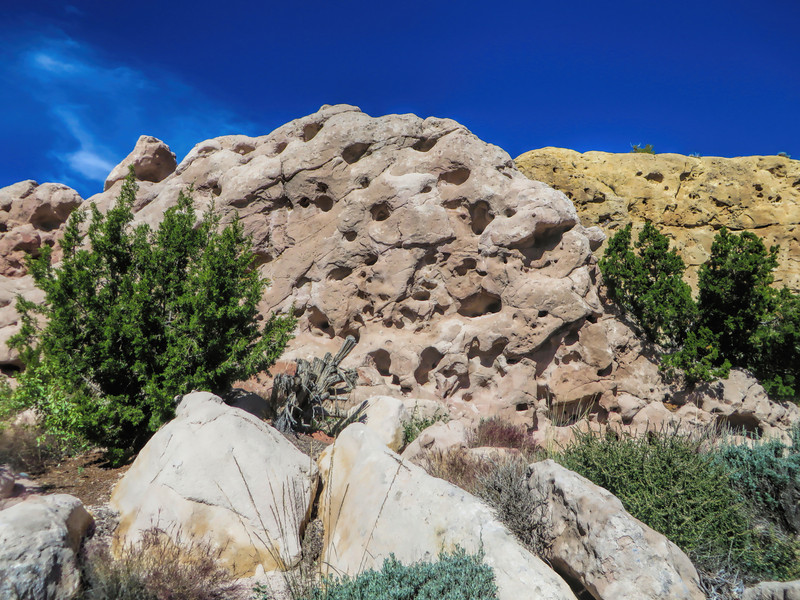 Roadside multi-colored rock formations at Garden of the Gods
