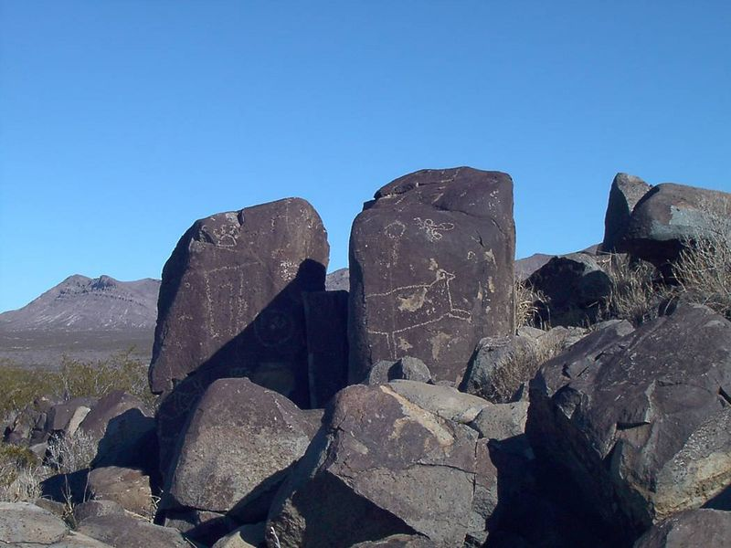 zb) There are hundreds of petroglyphs. Too many to show them all.