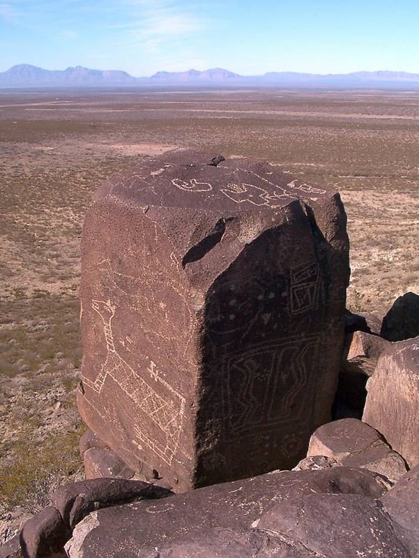 zd) The most interesting petroglyphs are father down the trail, higher up, and on the edge of the cliffs. The fun lies in crawling around the cliff edges and trying to find them.