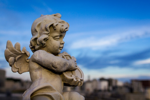Statue at Grave Stie