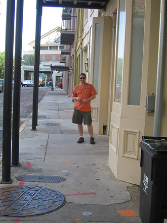 In front of Pelham Hotel, on Common Street between Magazine and Tchoupitoulas