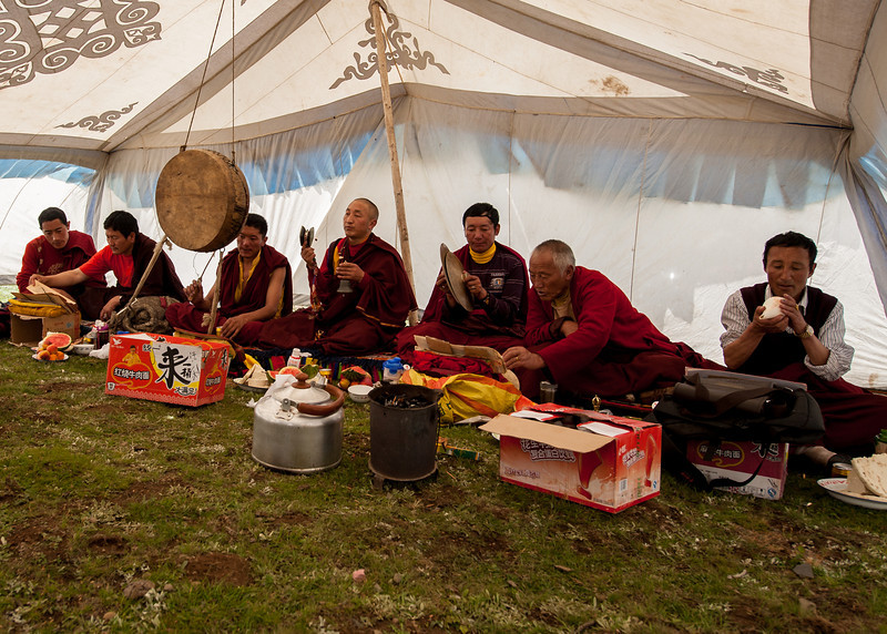 A Rinpoche leads the chanting to dispel obstacles at the Horse Festival in the Minya Konka area