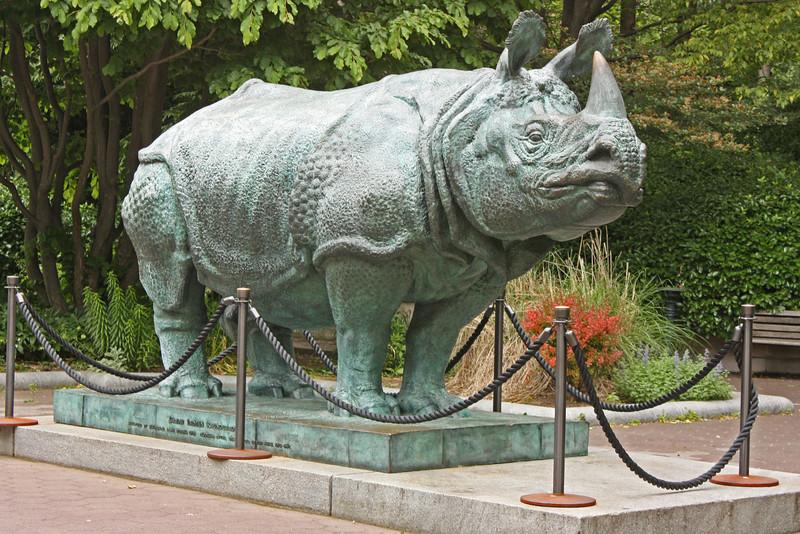 Bronx Zoo - guarding the entrance