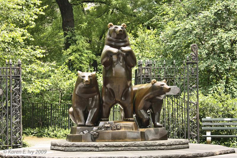 Central Park - bear statues