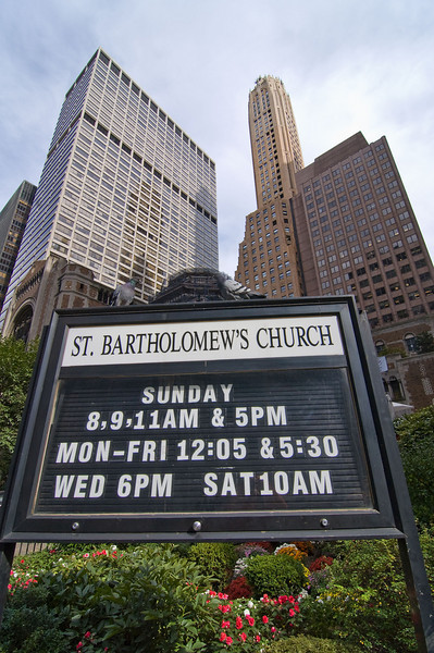 Time to head back to the Hotel to meet up with some family that came in on a later flight. On the way back I noticed some Pigeons on the St. Bartholomew's Church sign.