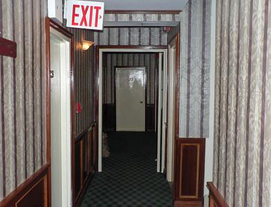 Vi huserade längst upp i rum 1210 i det något ålderdomliga och lite slitna hotellet. En eftermiddag efter maran fungerade inte hissen. Som tur var så var vi på väg ut på stan