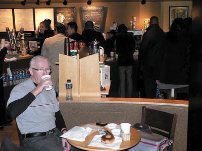 Starbucks kafé. En liten kopp heter tall och en stor kopp vinti!