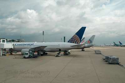 Continental Airlines. CDG (Charles De Gaulle) International Airport, Paris, France enroute to JFK, New York, USA. Aug 2004