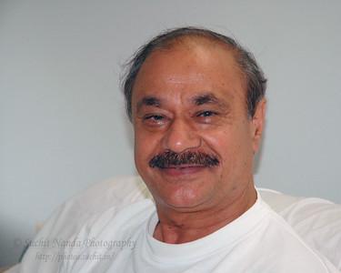 Satish Bahl at his home in Hamilton Sq, NJ, USA.  Aug 2004