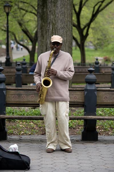 050207-NYC-CentralPark-StreetMusician-008