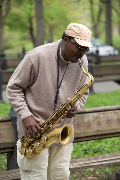 050207-NYC-CentralPark-StreetMusician-010