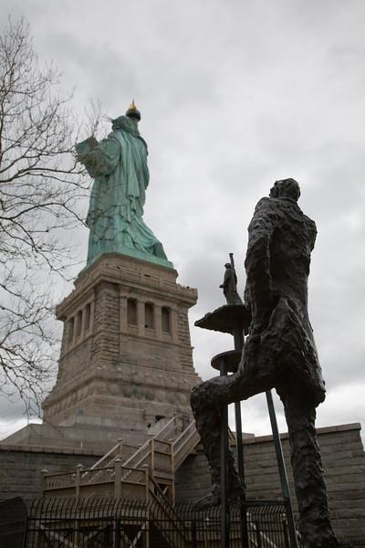 042907-NYC-LibertyIsland-041