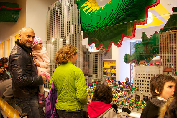 Giant serpent attacks NY in Lego Land!!