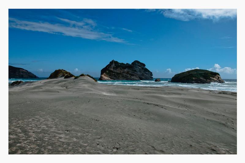 CROWDED PUPONGA BEACH
