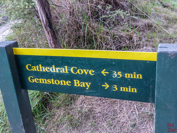 New Zealand Cathedral cove walk indications