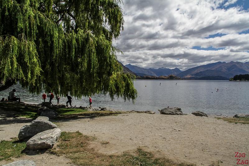 New Zealand lake beach - Wanaka 2