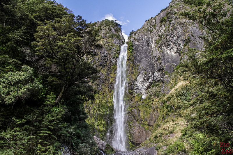 Best waterfalls in New Zealand - Devil's punchbowl