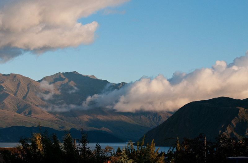 Lake Wanaka, early morning.<br /> Taken from the garden of the B&B we stayed at in Wanaka.