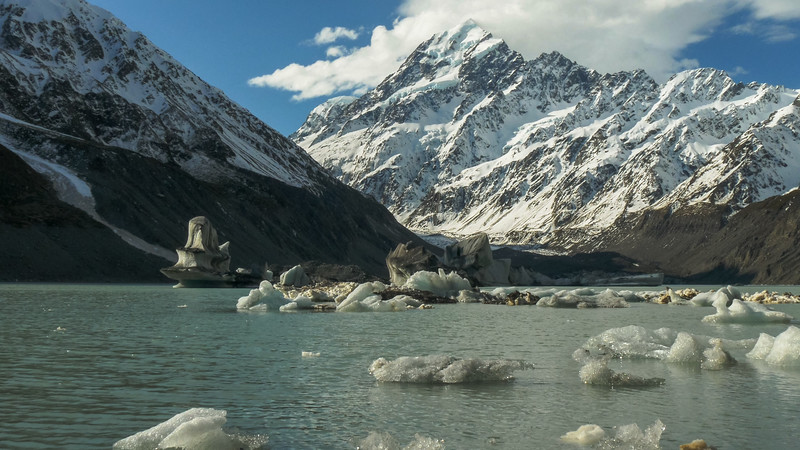 Icebergs at Hooker glacier lake with good weather