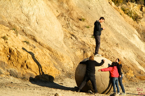 Getting creative at the Moeraki boulders, New Zealand