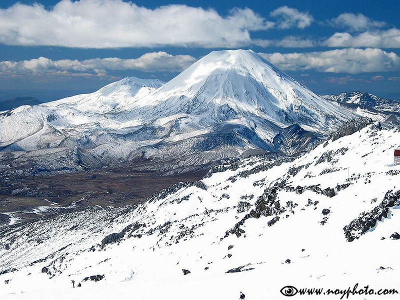 Mt. Ngauruhoe (2,291m) seen from the slope of Mt. Ruapehu